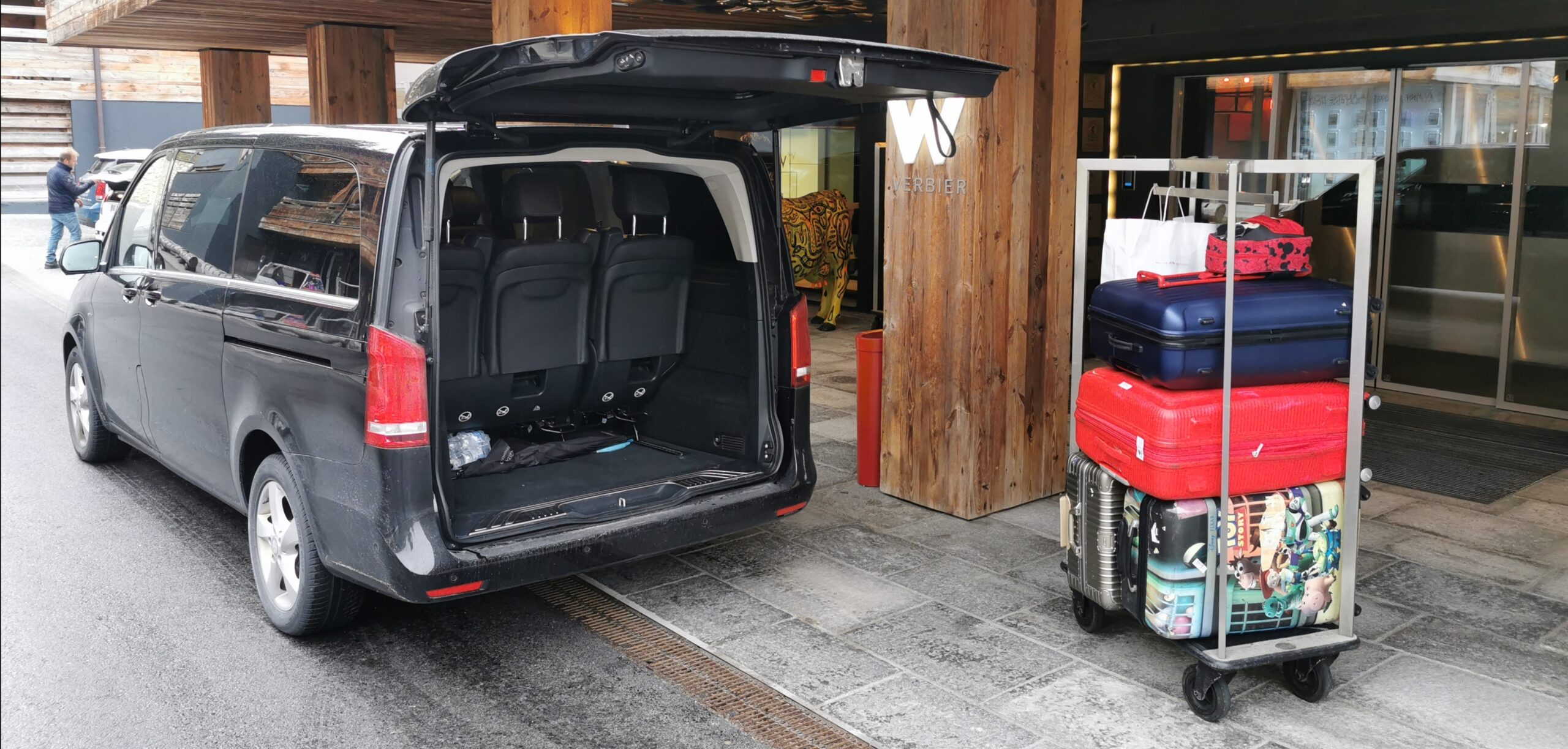 hire this roomy car for ski transfers from airports in switzerland to ski resorts